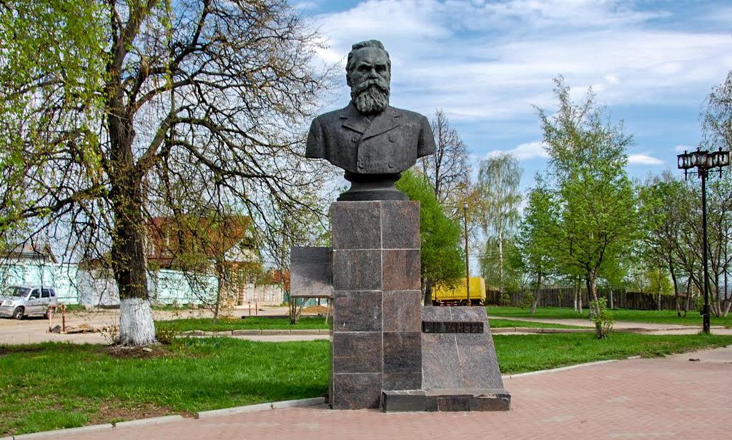 Памятники выдающимся личностям во Владимире
